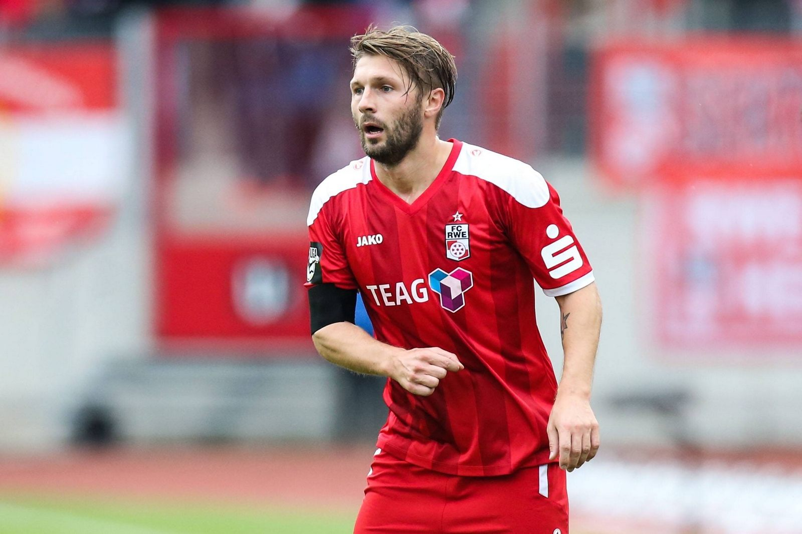 Sebastian Tyrala (FC Rot Weiss Erfurt) - 3. Liga Saison 2016-2017 Punktspiel FC Rot Weiss Erfurt vs. 1. FC Magdeburg im Steigerwaldstadion in Erfurt - Einzelbild,Aktion,Deutschland, Fussball, Mann, Maenner,15.10.2016 Sebastian Tyrala FC Red White Erfurt 3 League Season 2016 2017 Point game FC Red White Erfurt vs 1 FC Magdeburg in Steigerwald stadium in Erfurt Single Action shot Germany Football Man Men 15 10 2016
