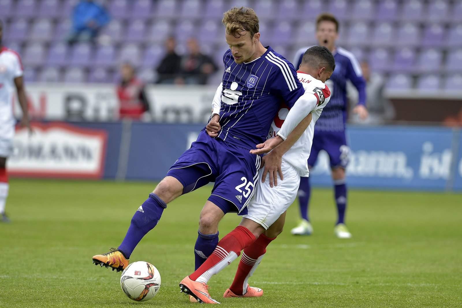 Christian Groß schirmt den Ball ab.