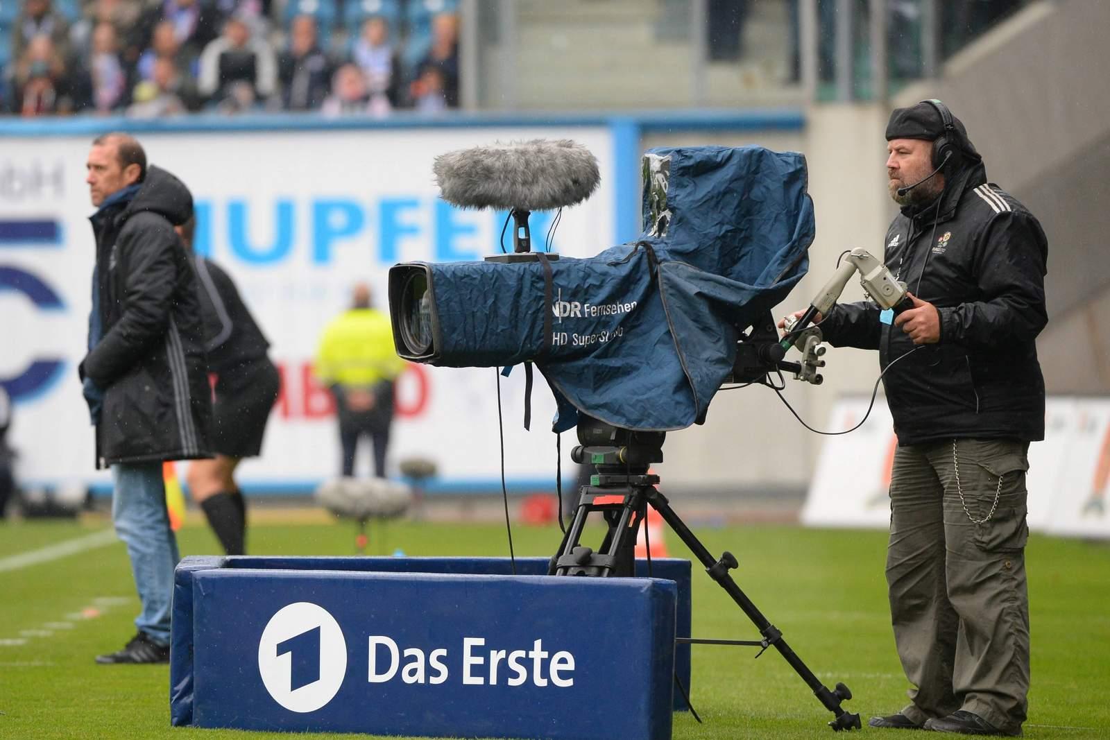 NDR Kameramann am Spielfeldrand
