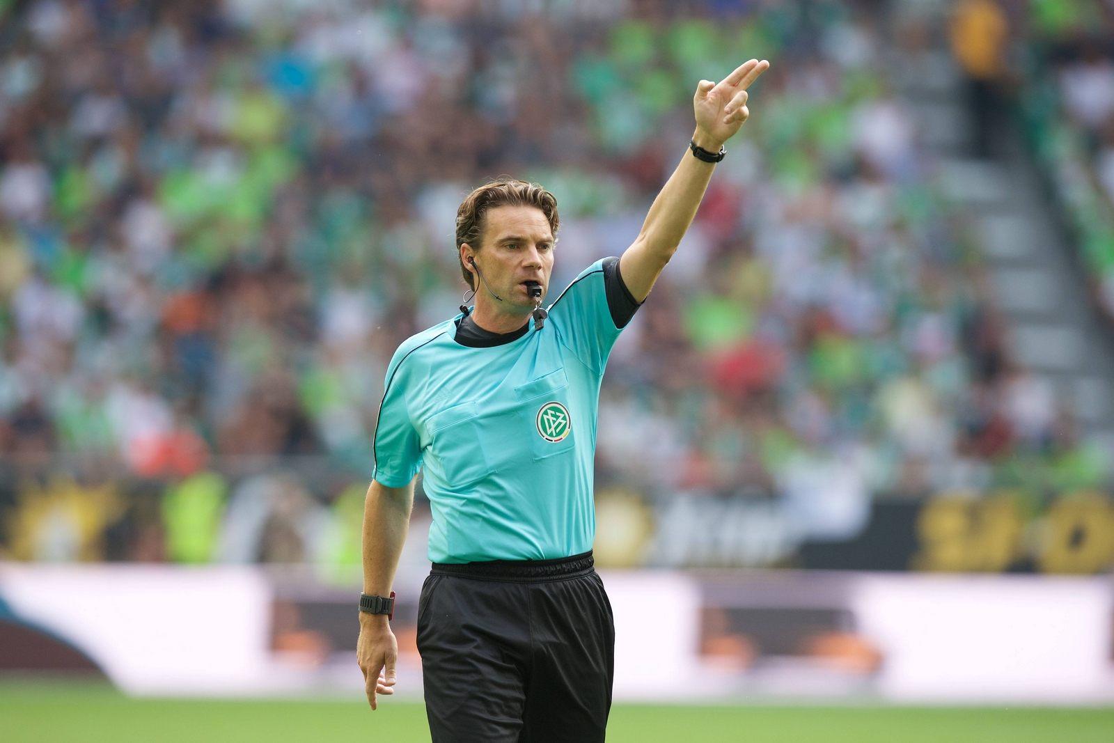 Schiedsrichter Guido Winkmann.