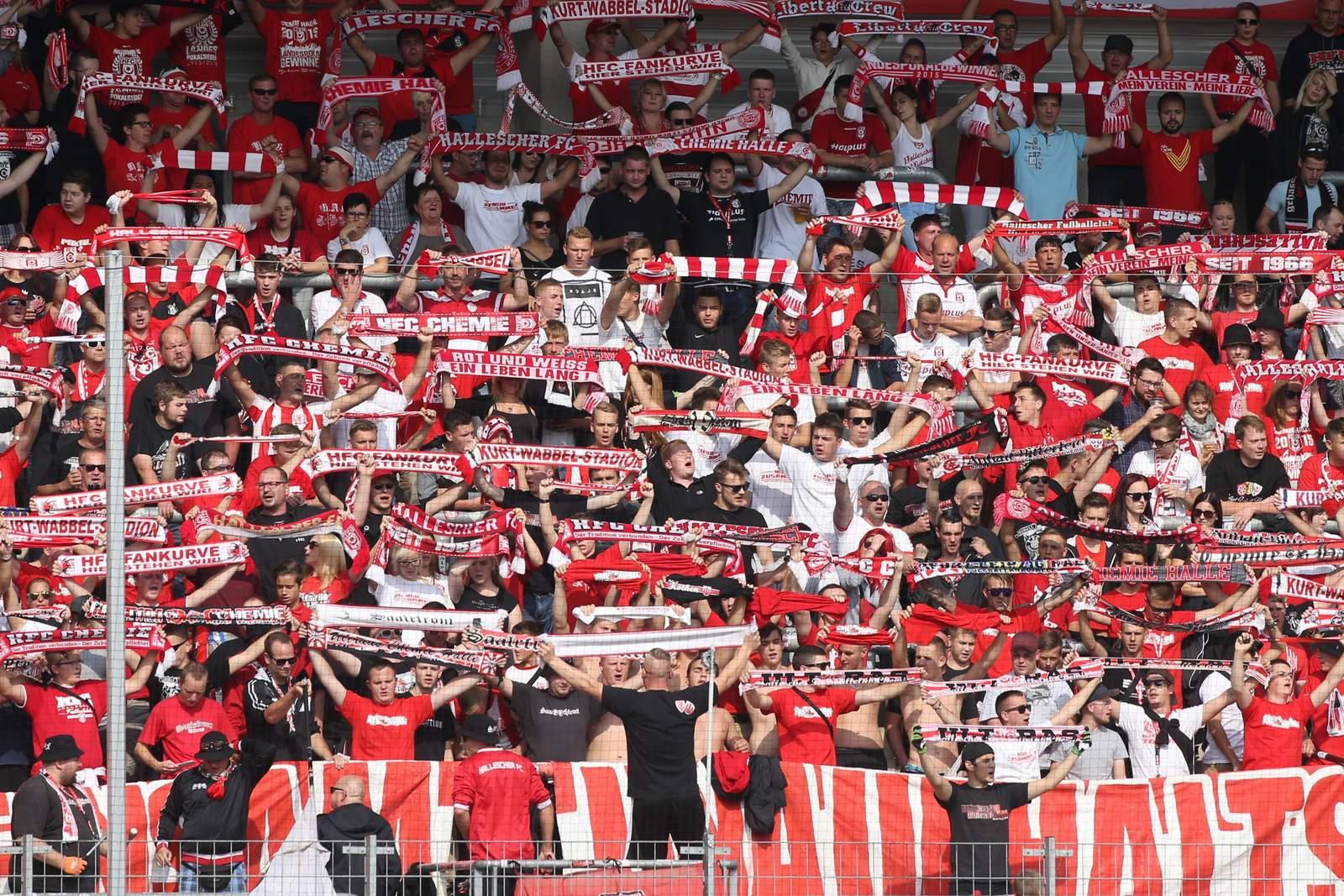 Fans des Halleschen FC beim Heimspiel