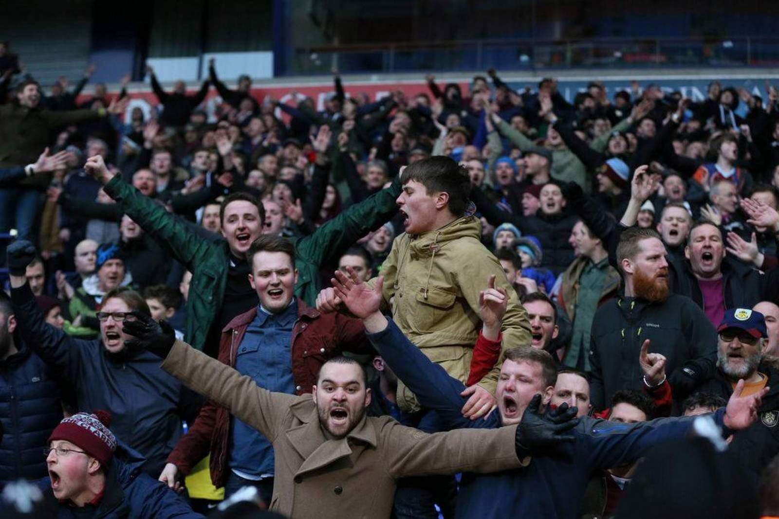 Fans jubeln nach Tor