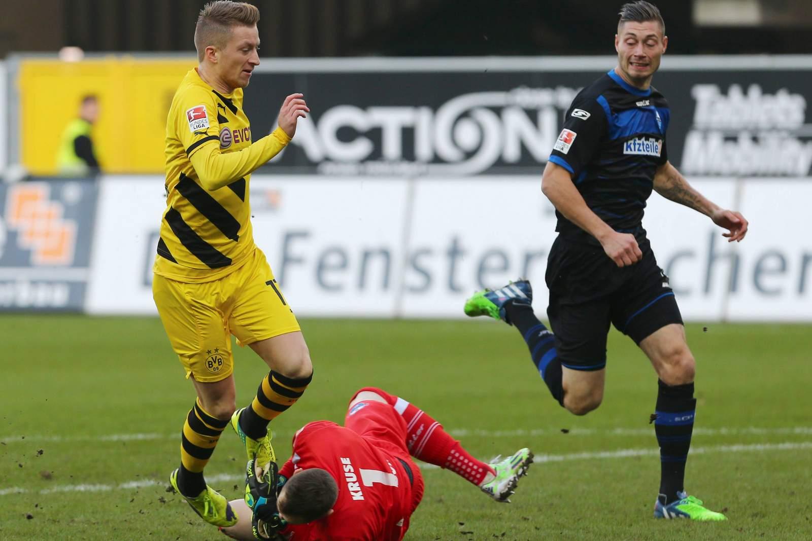 Zweikampf zwischen Marco Reus und Lukas Kruse