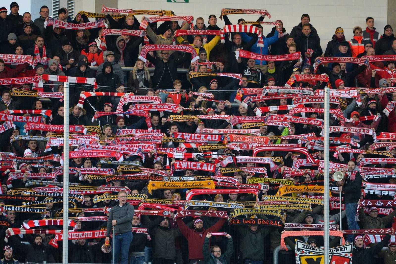 FSV Zwickau Fans mit Choreografie