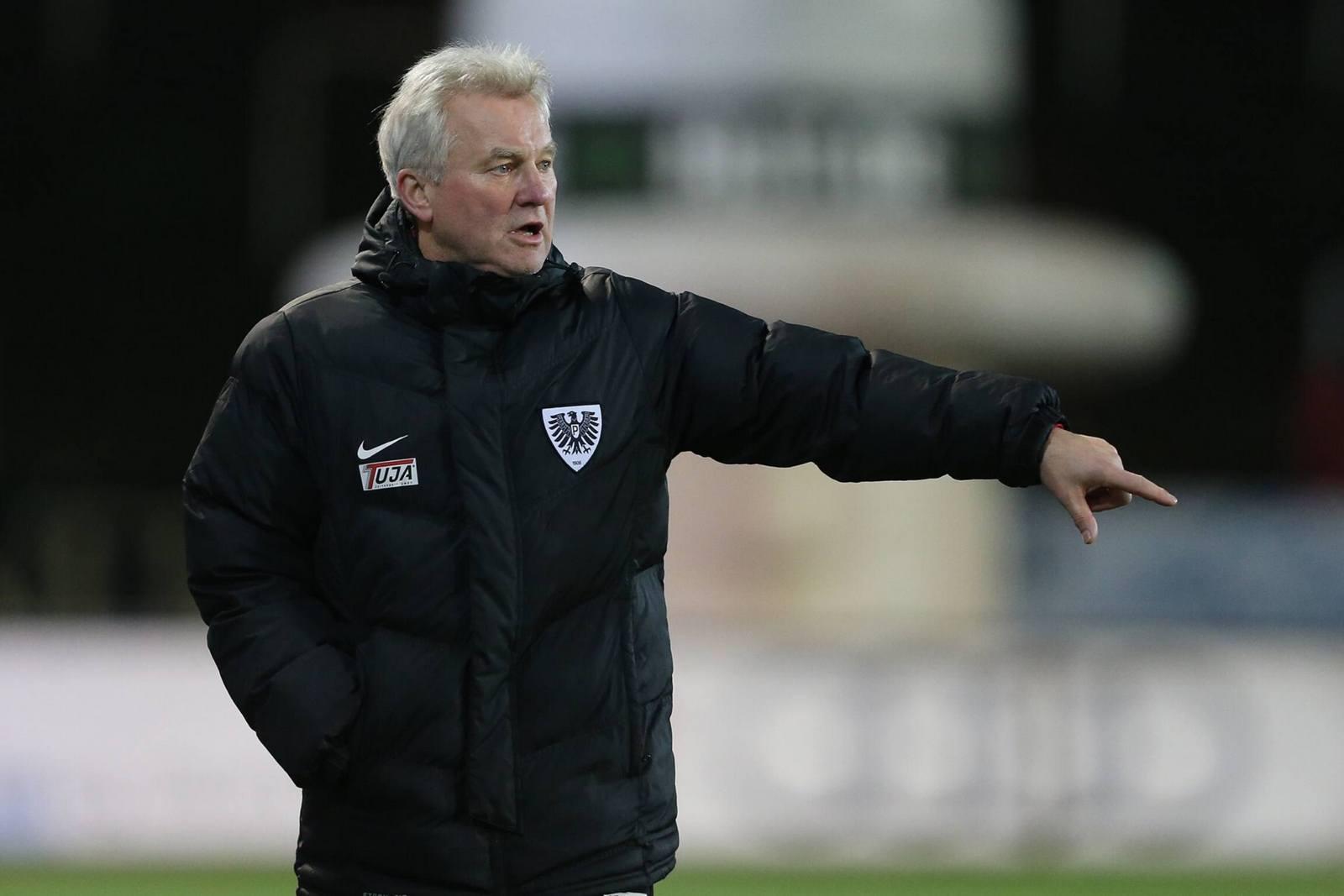 Wegen Sturmflaute besorgt: Münsters Trainer Benno Möhlmann