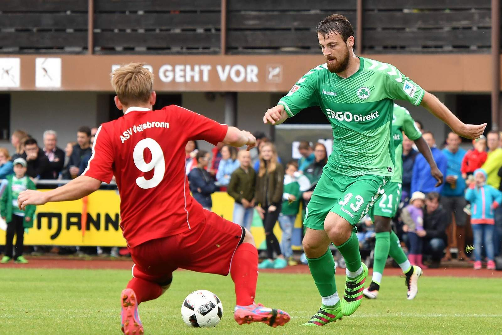 Ilir Azemi von der SpVgg Greuther Fürth