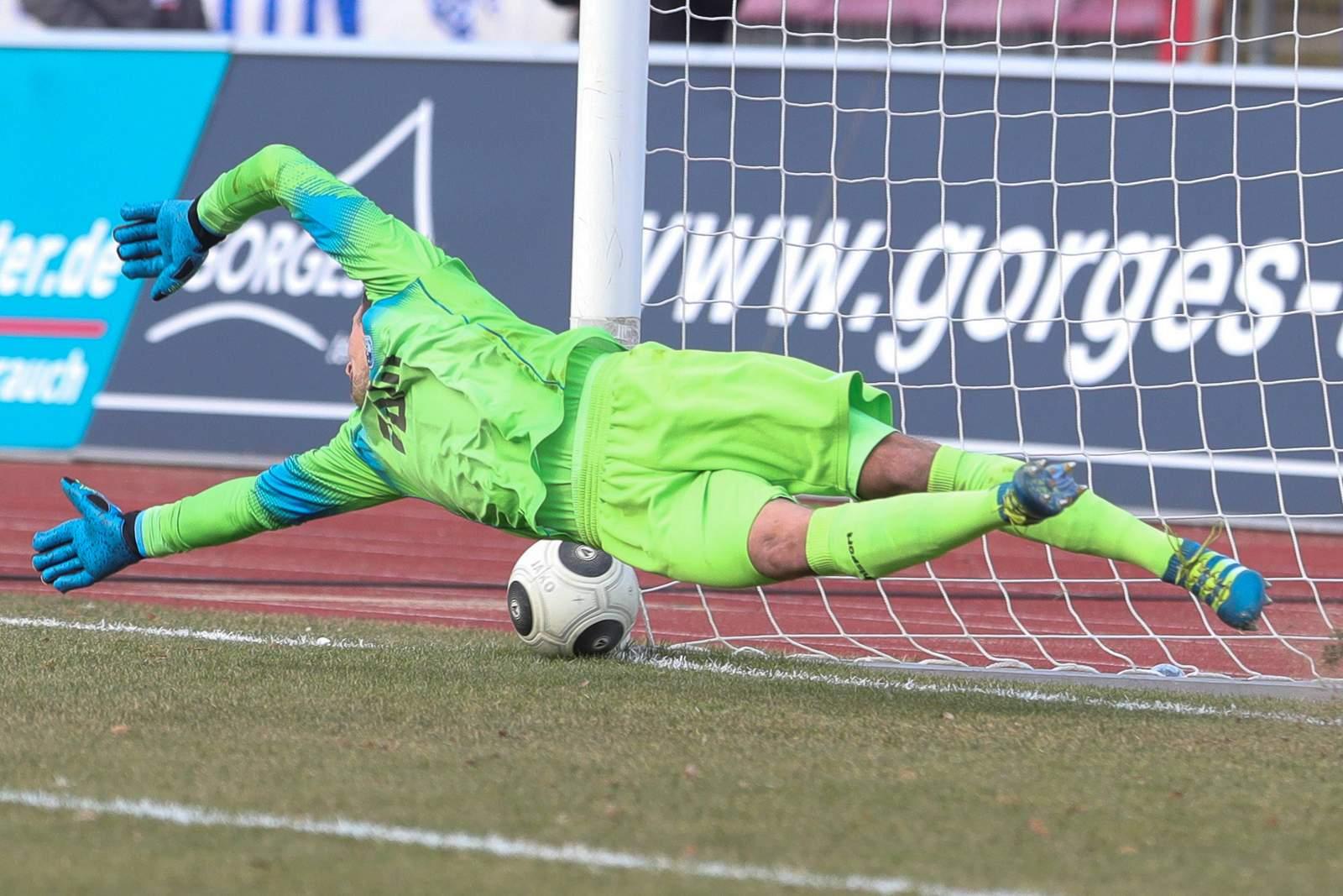 Leopold Zingerle kassiert Eigentor gegen Fortuna Köln