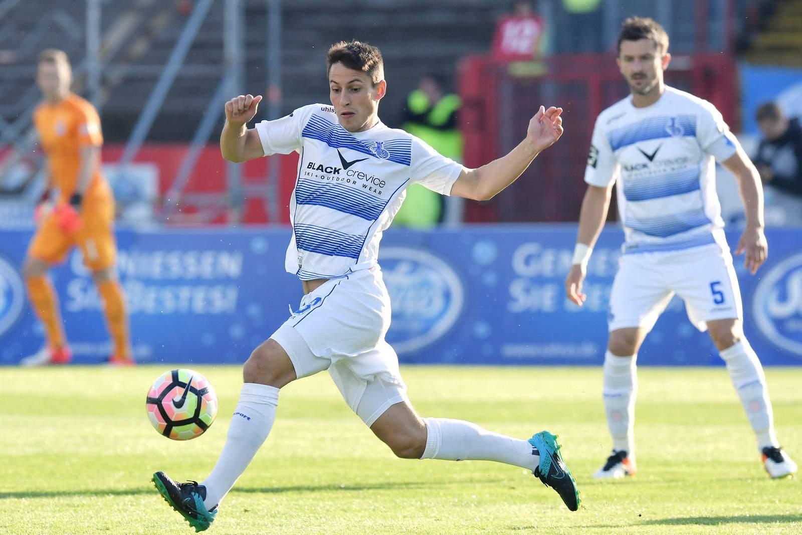 Fabian Schnellhardt am Ball. Jetzt auf Mainz II gegen Duisburg wetten!