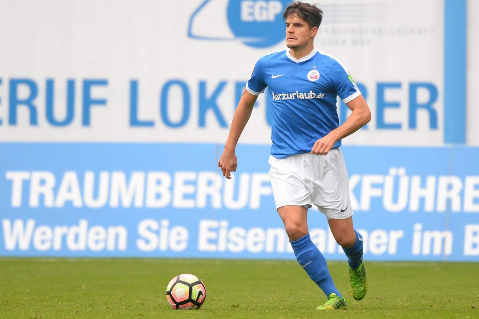 Marcus Hoffmann am Ball für Hansa Rostock. Wie läuft es für den Ex-Rostocker momentan?