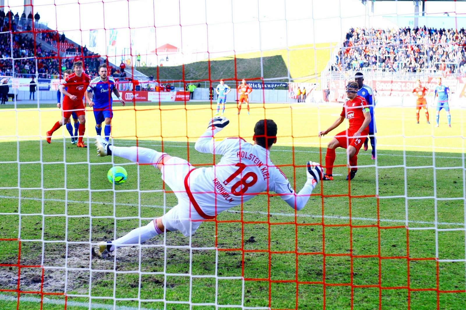 Toni Wachsmuth trifft per Elfmeter gegen Kiel