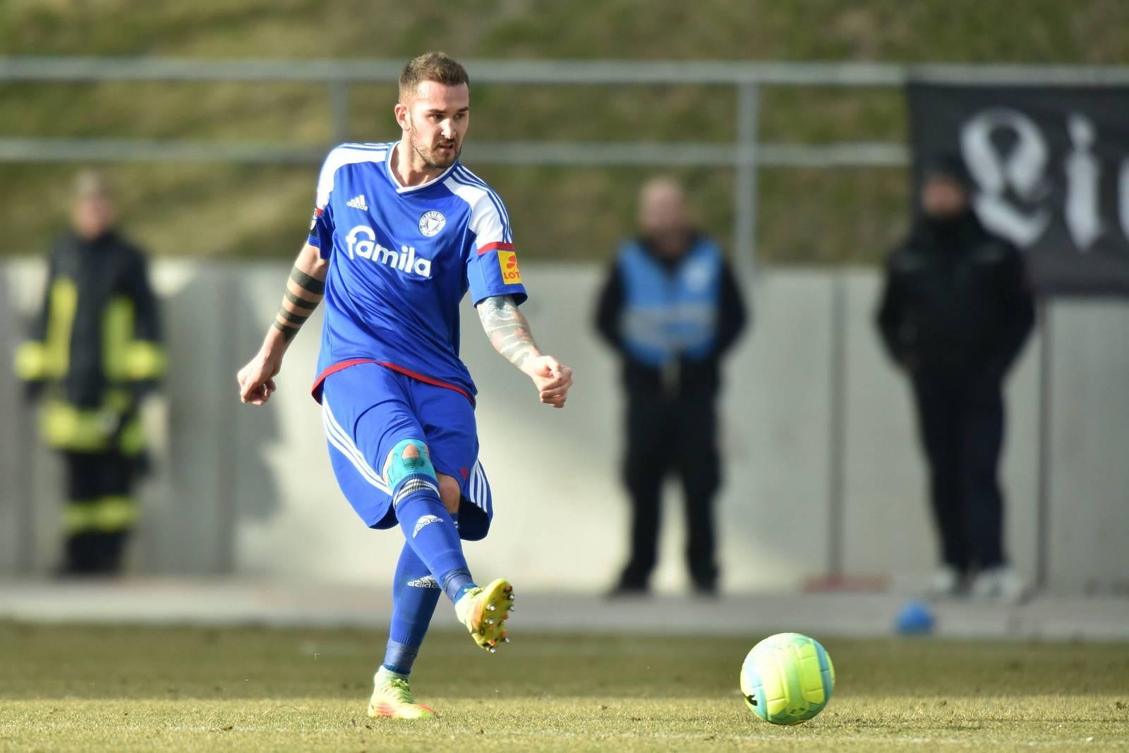 Dominik Schmidt bleibt bis 2019 in Kiel.