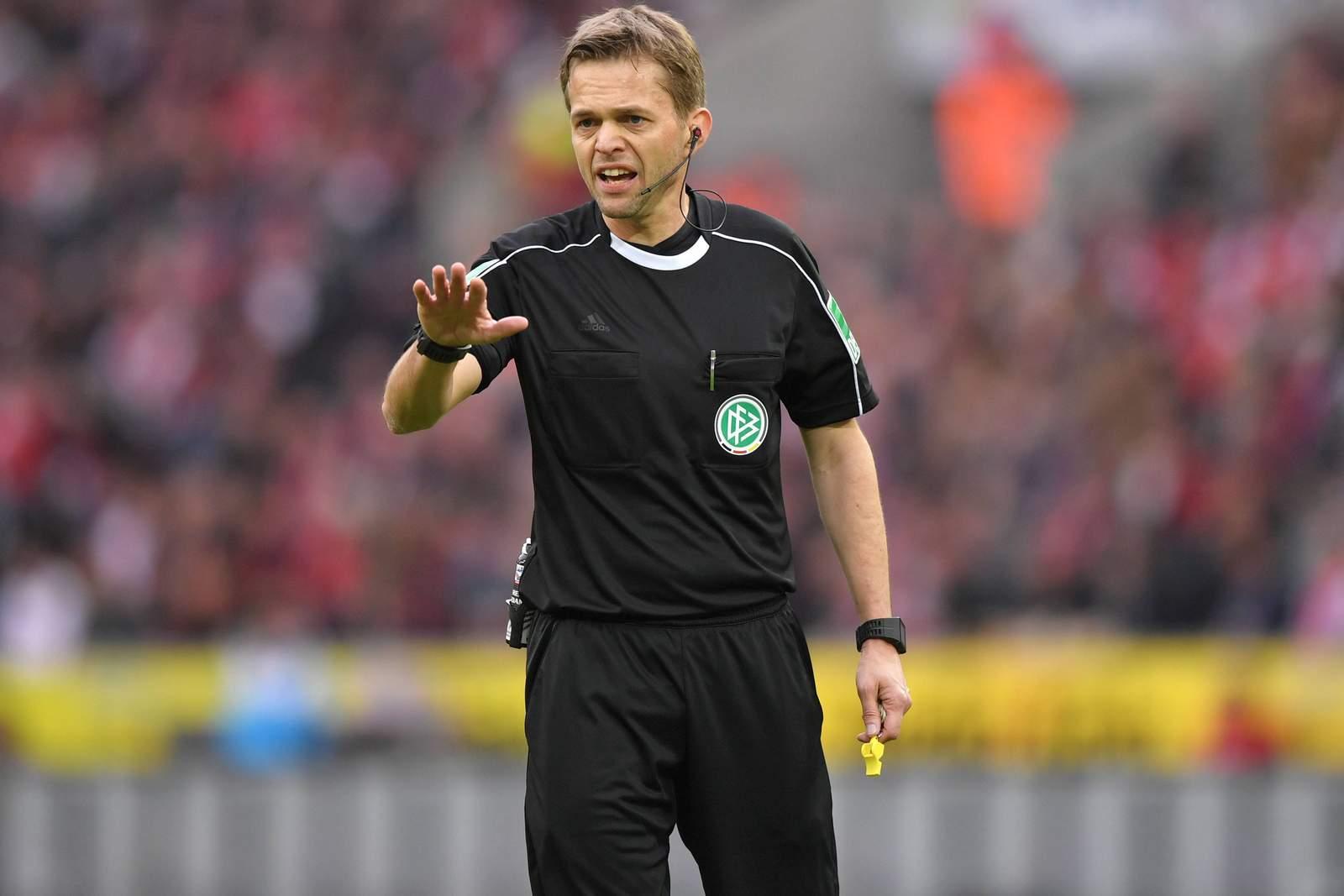 Schiedsrichter Jochen Drees beim Spiel der 3. Liga