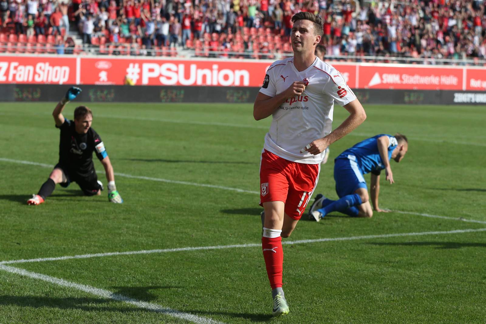 Martin Röser bejubelt einen Treffer.