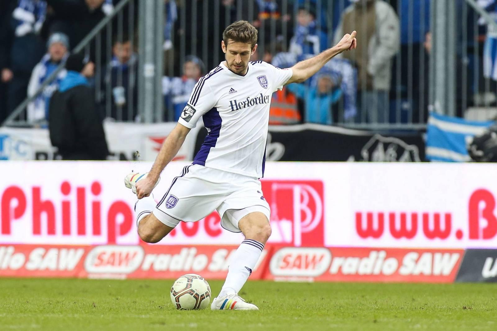 Tobias Willers mit einem langen Ball.