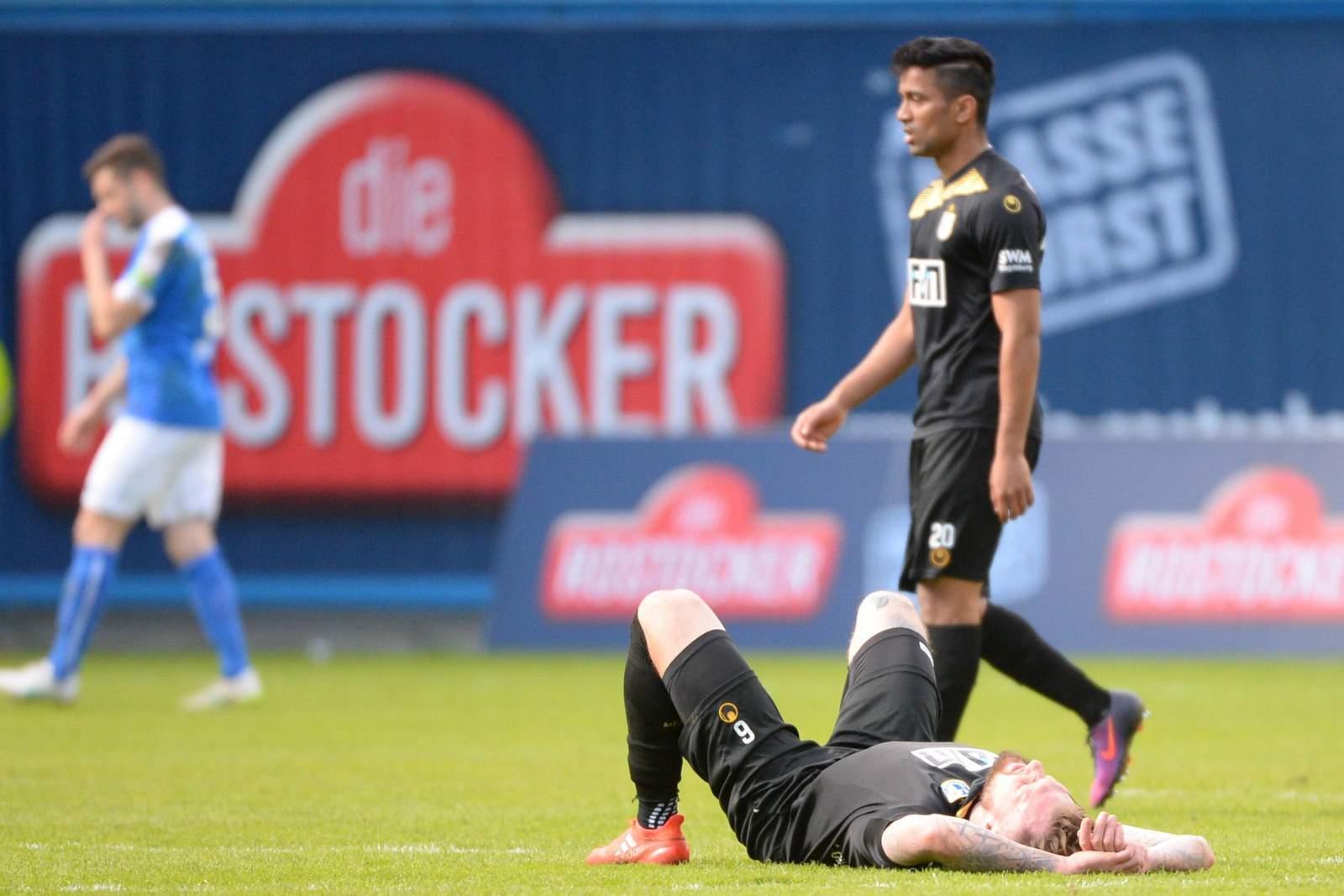 Jan Löhmannsröben und Ahmed Wasseem Razeek nach Spiel in Rostock