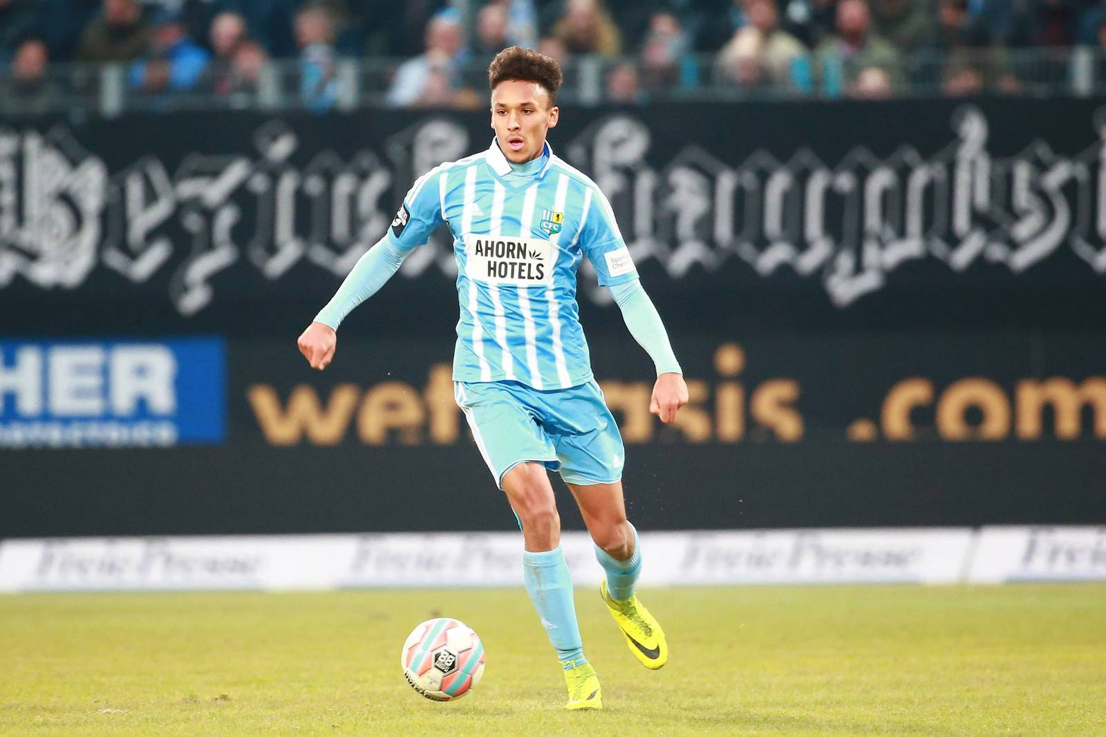 Jamil Dem vom Chemnitzer FC im Dribbling.