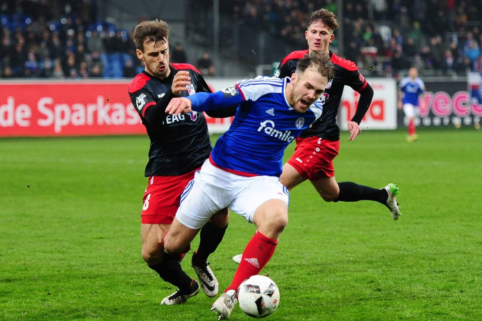 Wieder verletzt: RWE-Mittelfeldspieler Liridon Vocaj (l.)