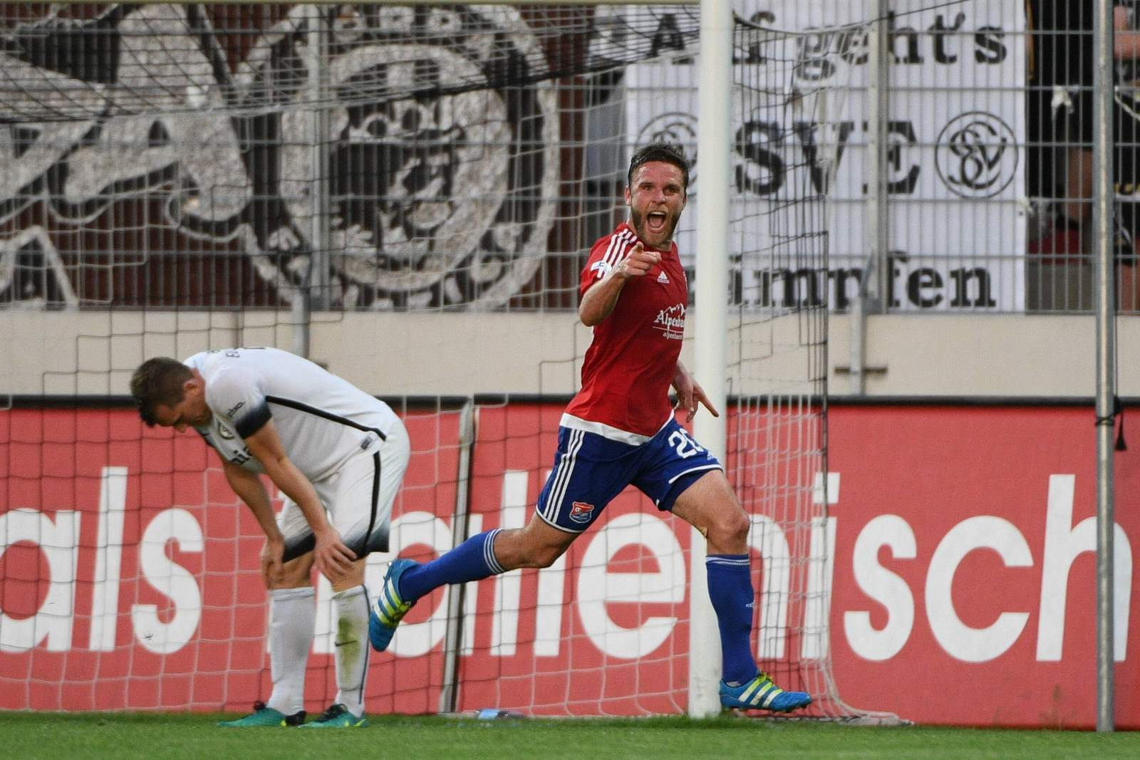 Dominik Stahl jubelt gegen die SV Elversberg.