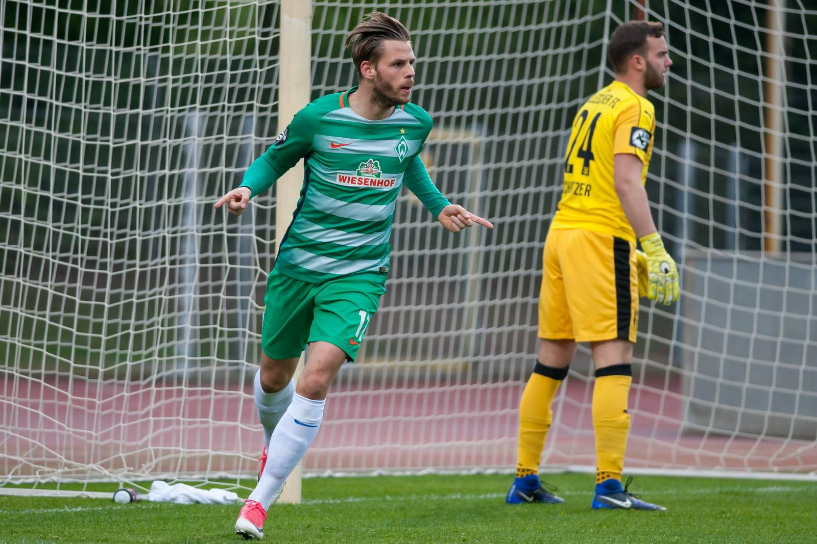 Justin Eilers jubelt nach Tor für Werder Bremen