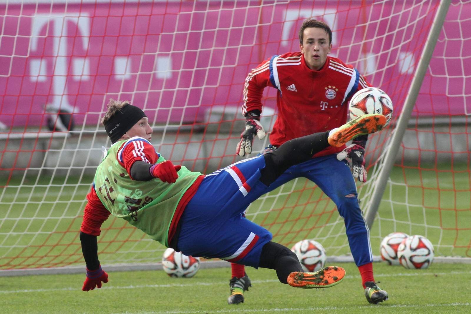 Bastian Schweinsteiger und Leopold Zingerle im Training des FC Bayern