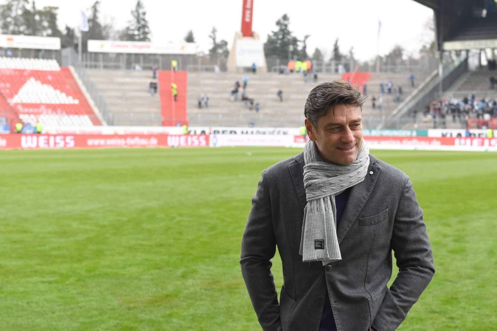 Oliver Kreuzer, Spordirektor des KSC, vor dem Spiel.