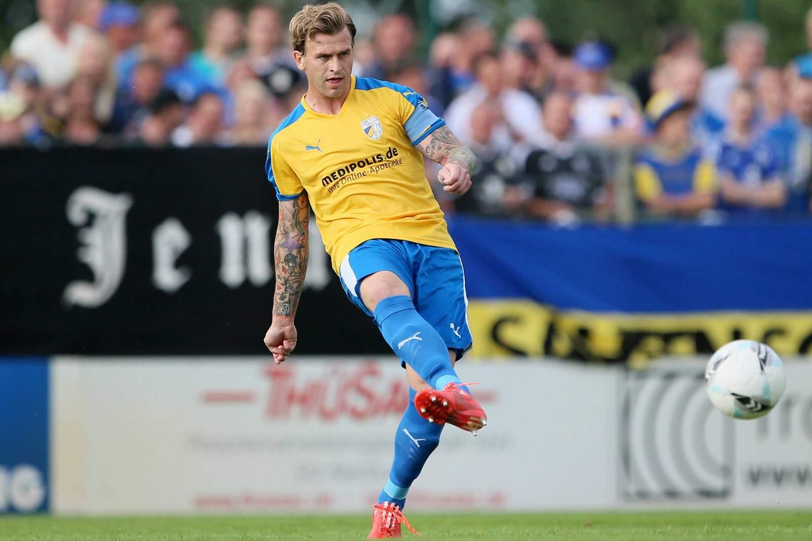 René Klingbeil vom FC Carl Zeiss Jena beim Spielaufbau