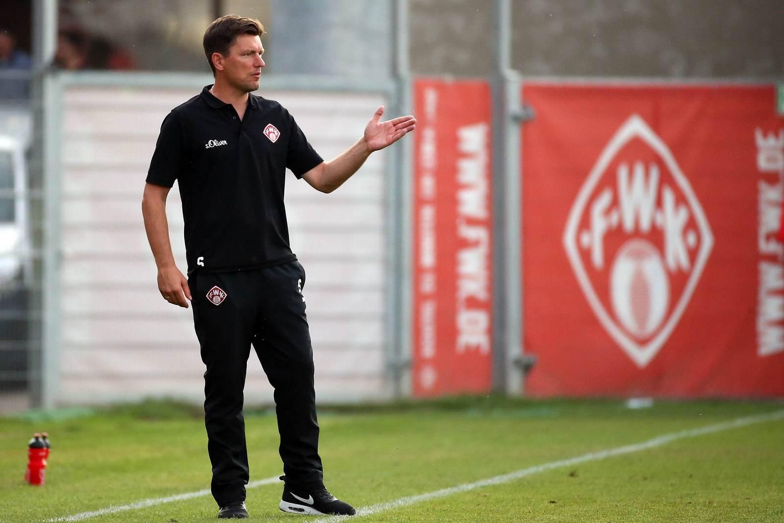 Stephan Schmidt von den Würzburger Kickers beim Coaching
