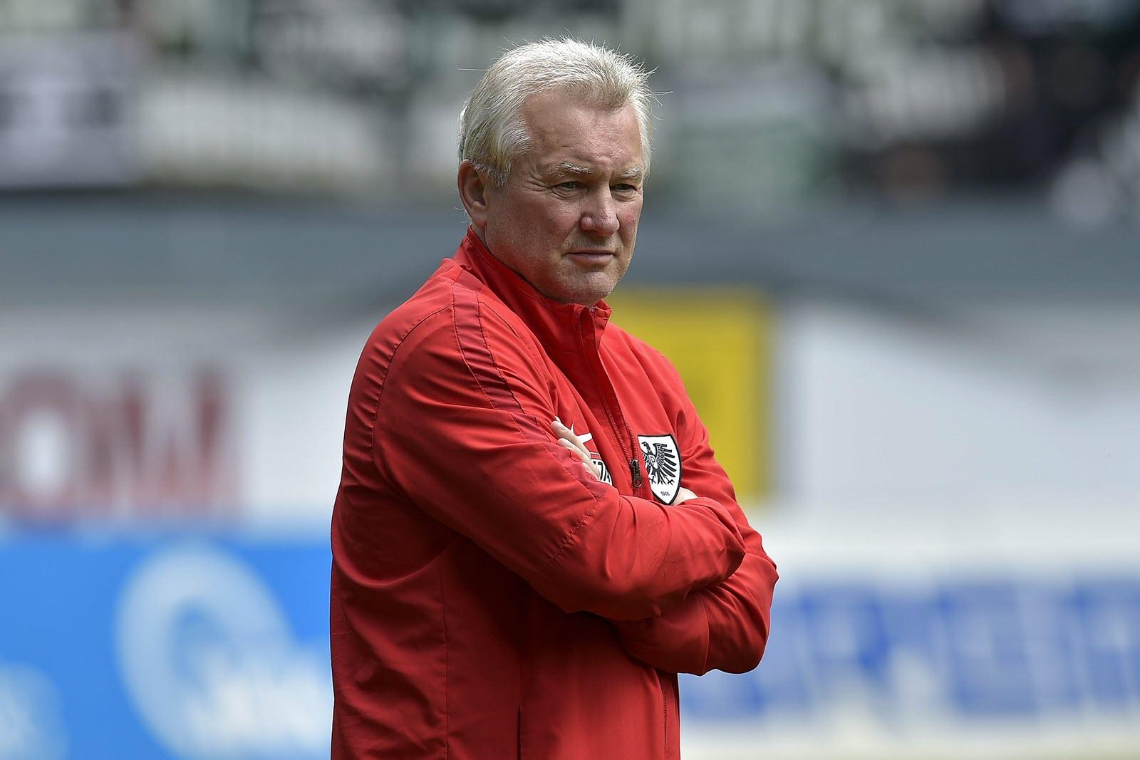 Unsicherer Blick in die Zukunft: Münsters Trainer Benno Möhlmann