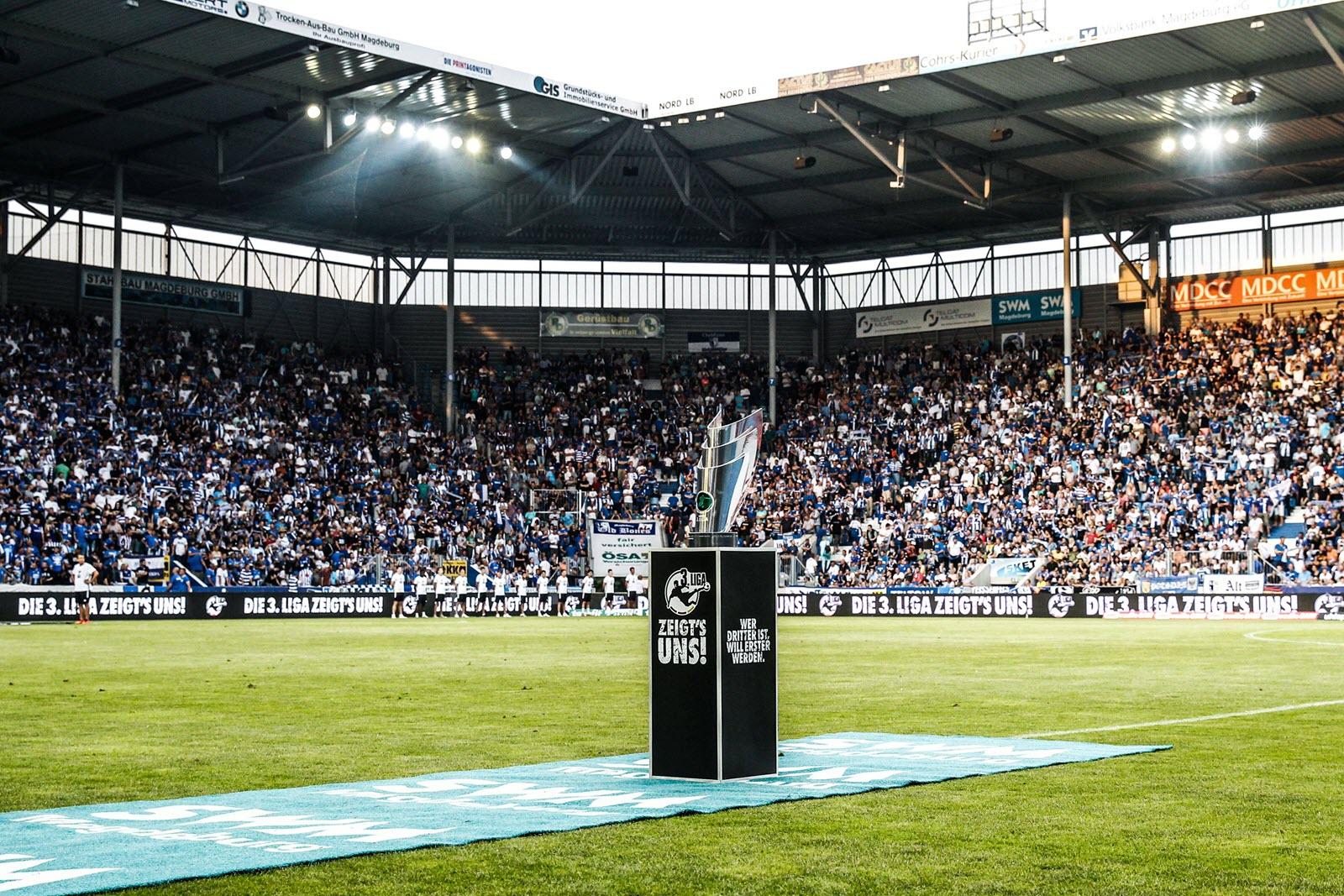 Der Pokal für den Drittliga-Meister. Gibt es künftig noch zwei weitere Aufsteiger?