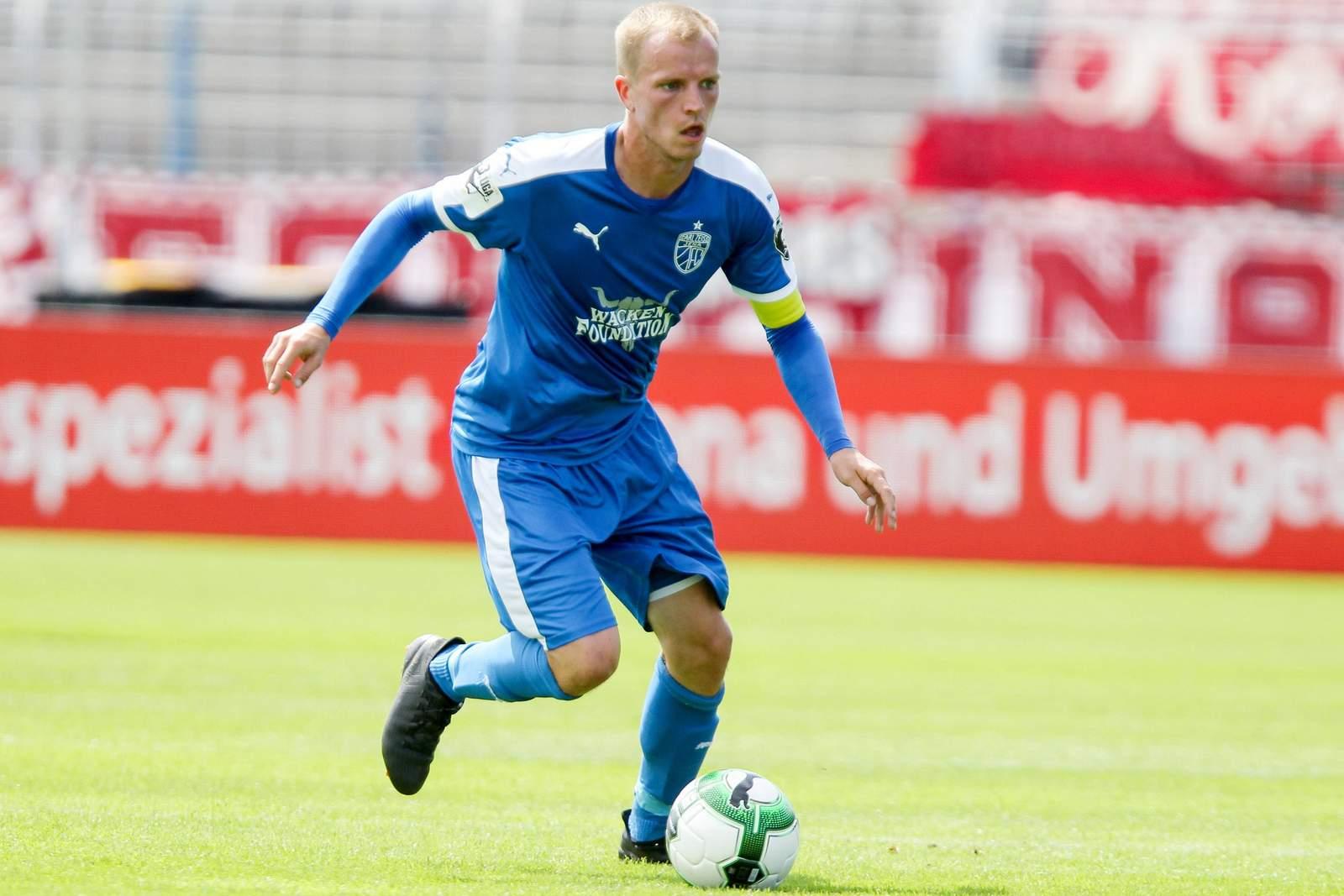 René Eckardt am Ball für den FC Carl Zeiss Jena. Jetzt auf die Partie Jena gegen Meppen wetten