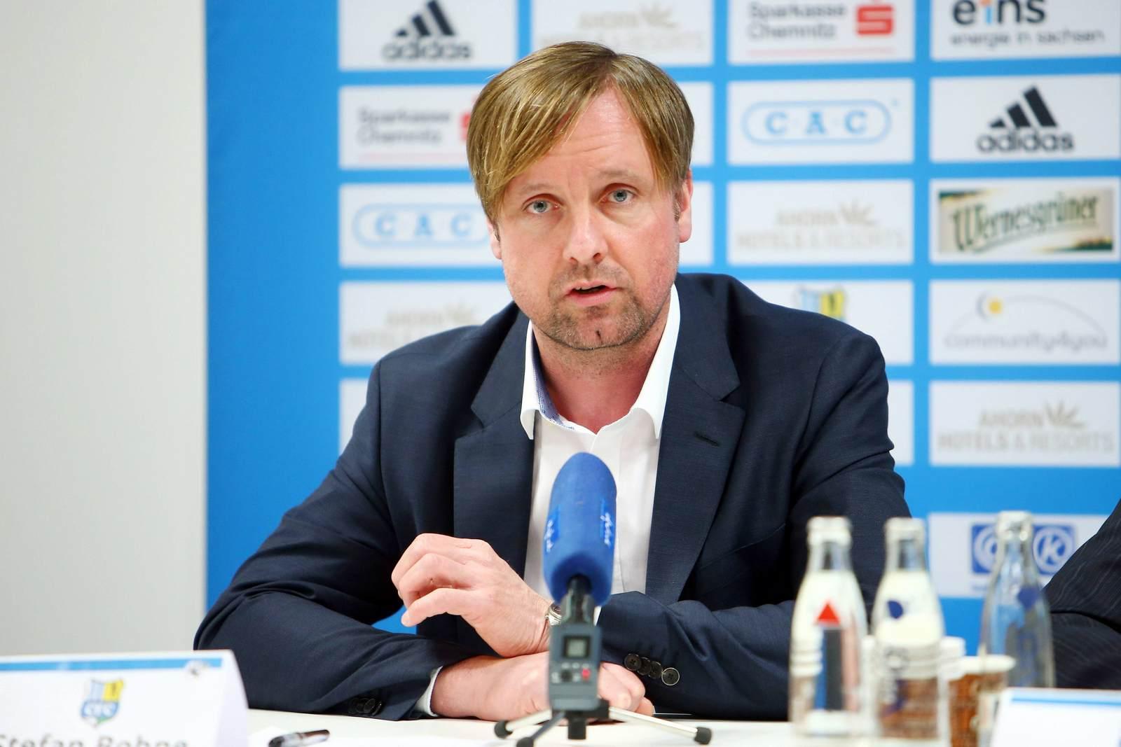 Stefan Bohne, Vorstand des Chemnitzer FC, auf der Pressekonferenz