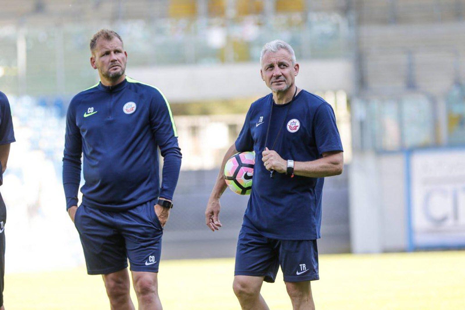 Uwe Ehlers (links) und Pavel Dotchev auf dem Trainingsplatz.