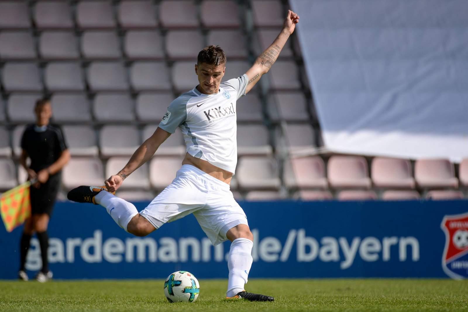 Jovan Vidovic beim Schuss für den SV Meppen. Jetzt auf die Partie Meppen gegen KSC wetten