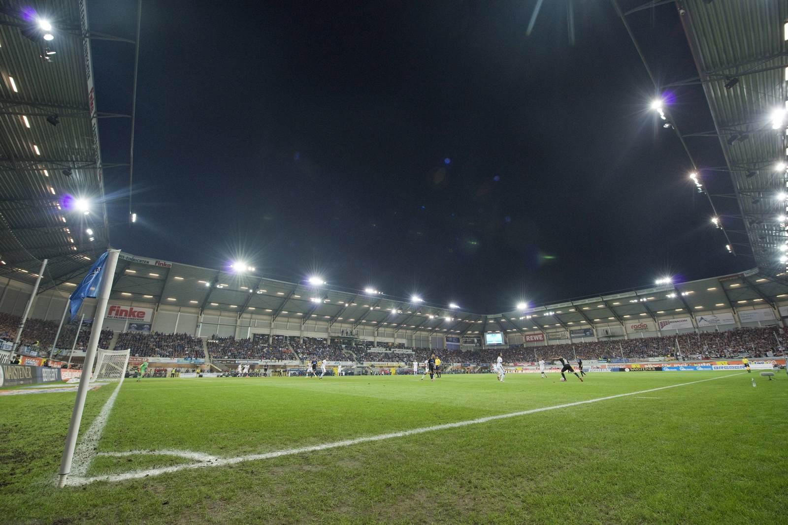 Benteler-Arena in Paderborn hell erleuchtet