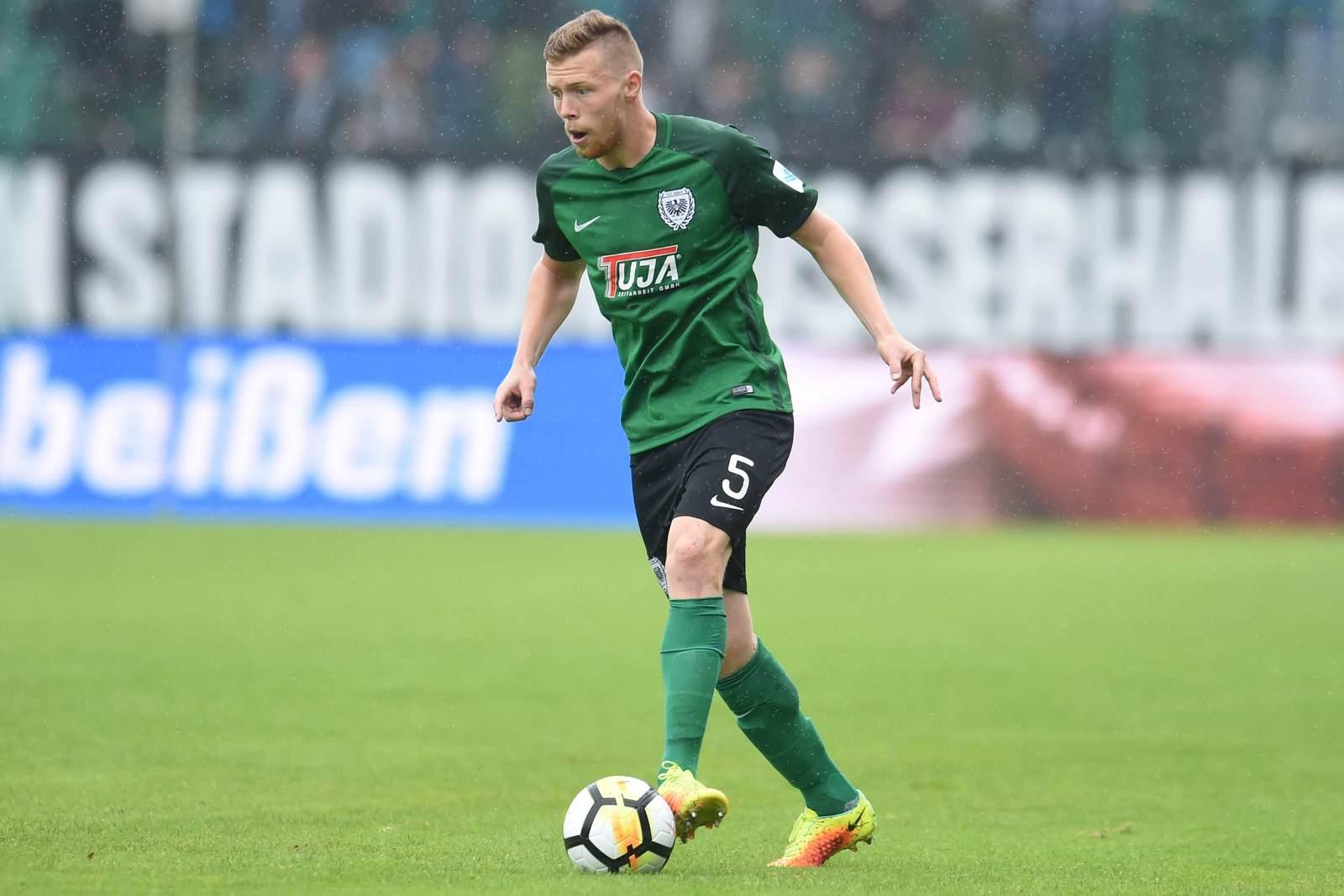 Fabian Menig am Ball für Preußen Münster