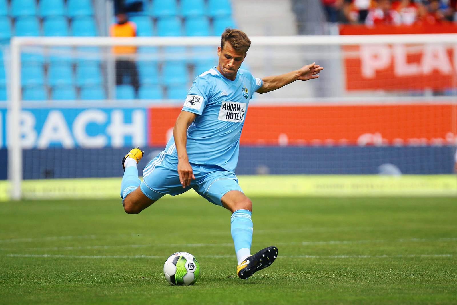 Laurin von Piechowski am Ball für den Chemnitzer FC.