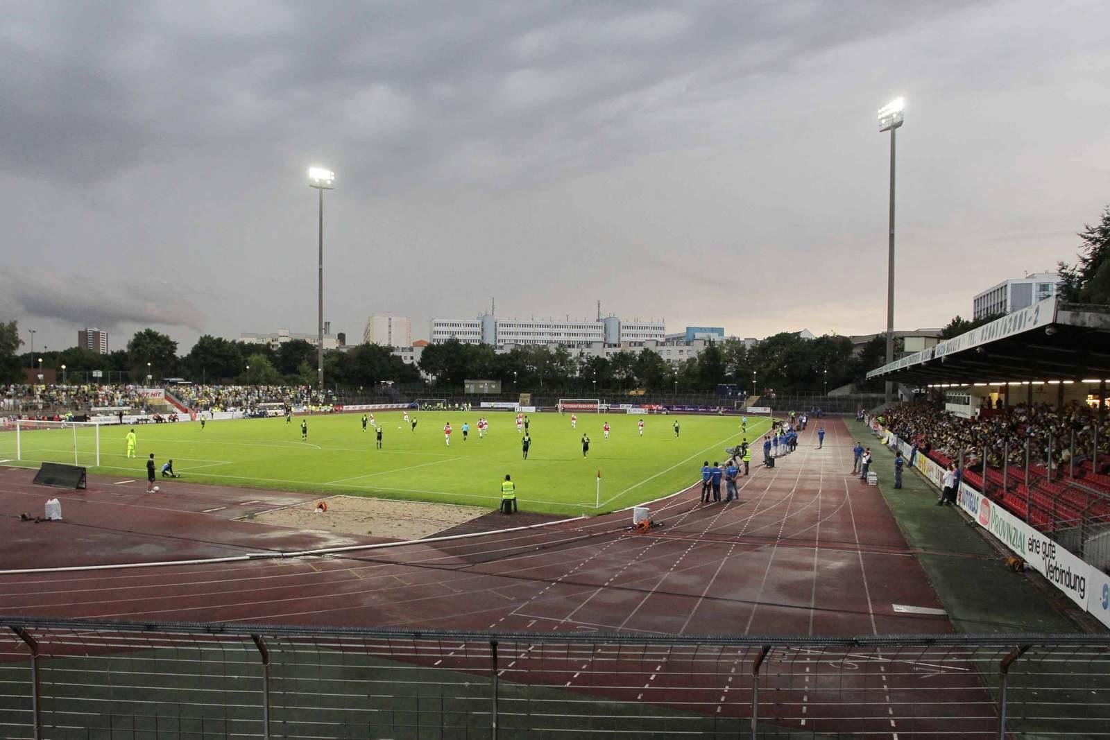 Das Südstadion, Heimspielstätte von Fortuna Köln. Mehr zu Daten und Geschichte des Stadions.