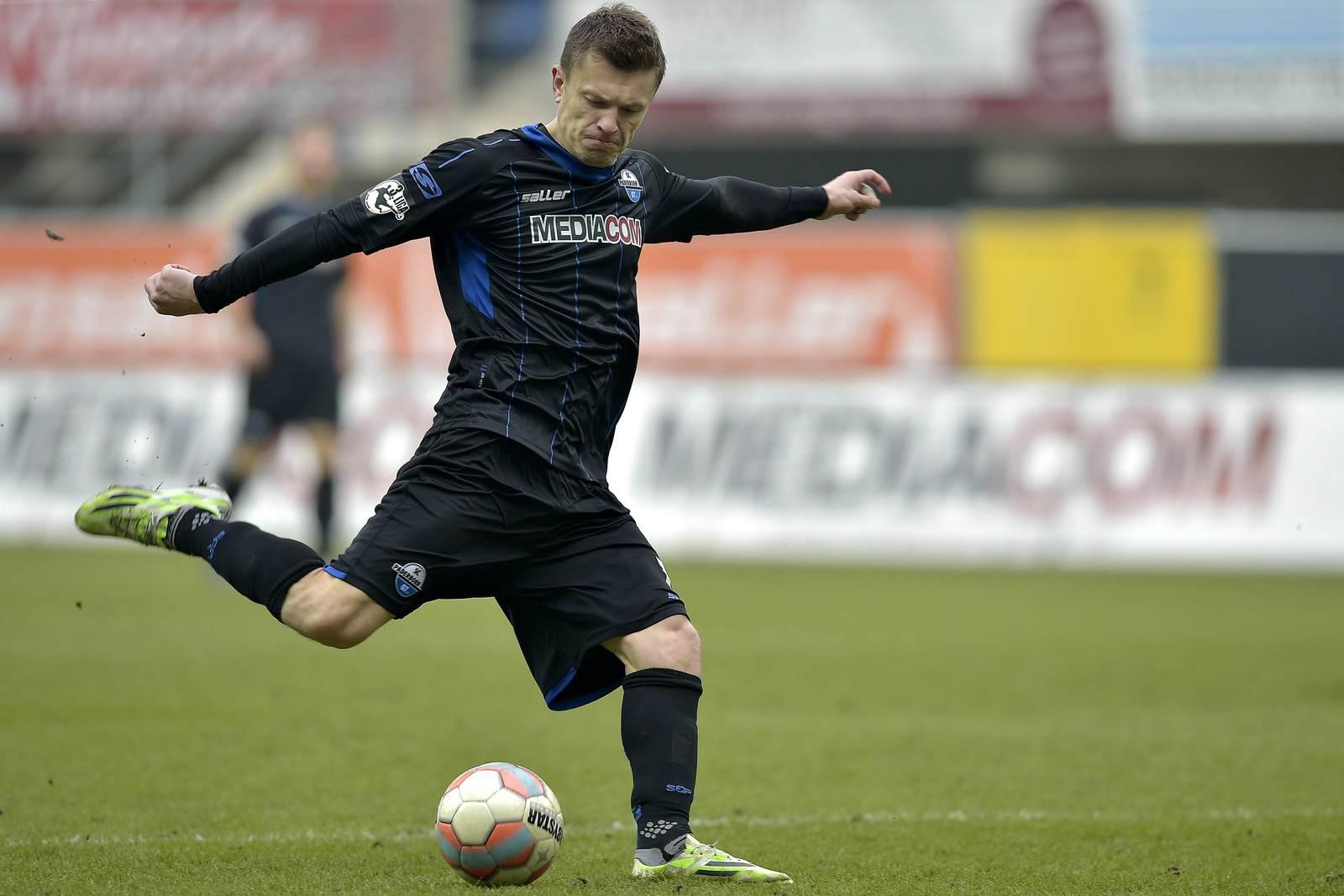 Zlatko Dedic beim Torschuss für den SC Paderborn.