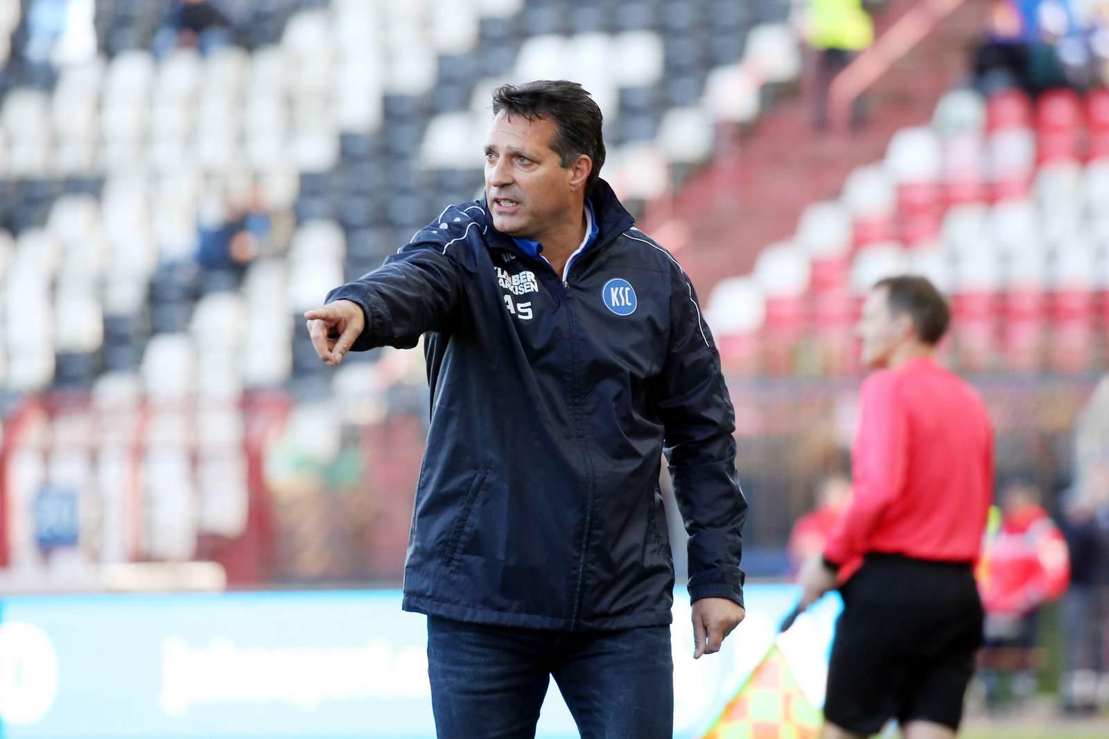 Alois Schwartz coacht den Karlsruher SC.