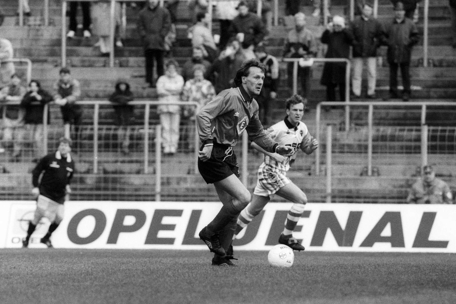 Josef Menke am Ball für Meppen. Jetzt auf die Partie Meppen gegen Chemnitz wetten