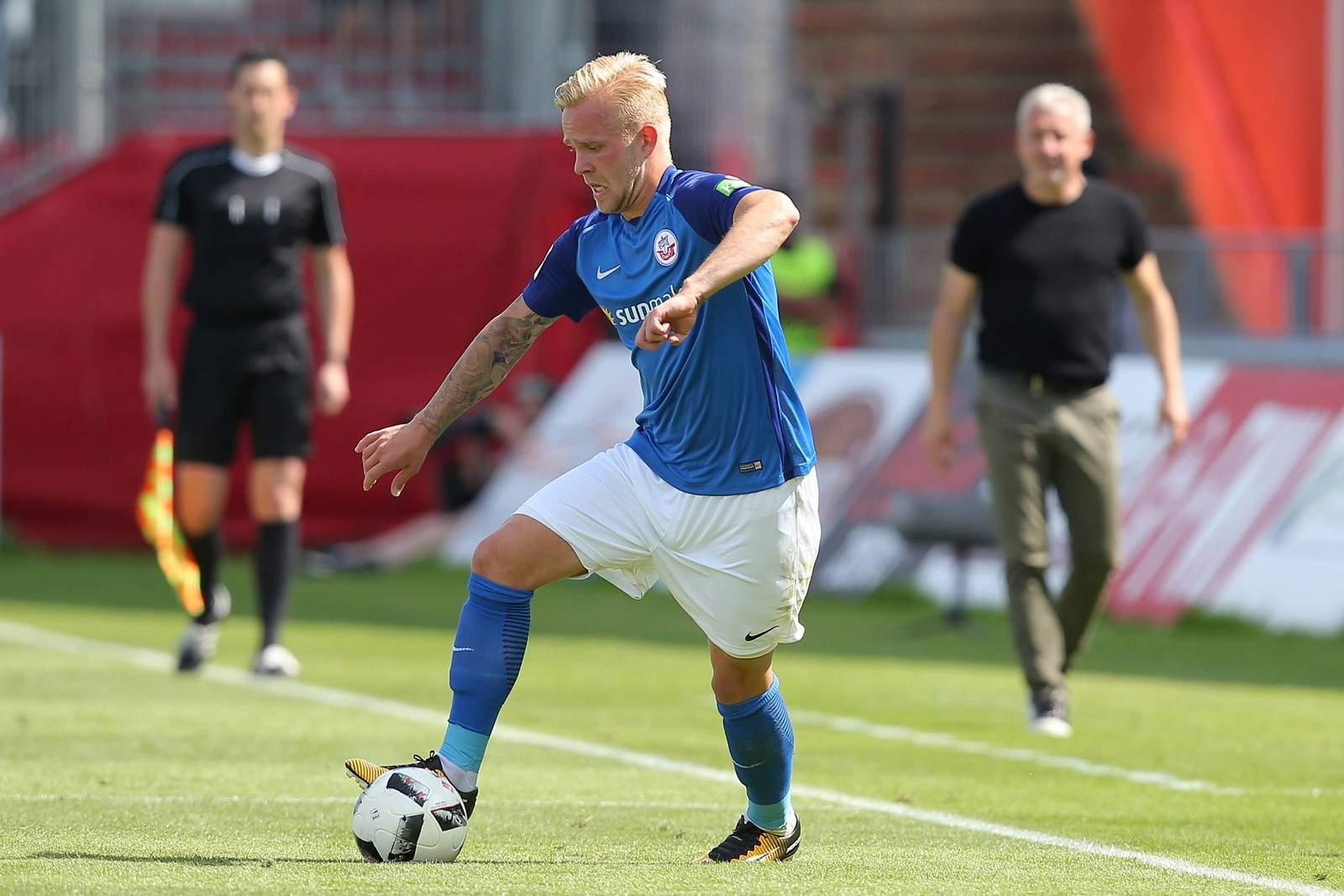Marcel Hilßner am Ball für Hansa Rostock