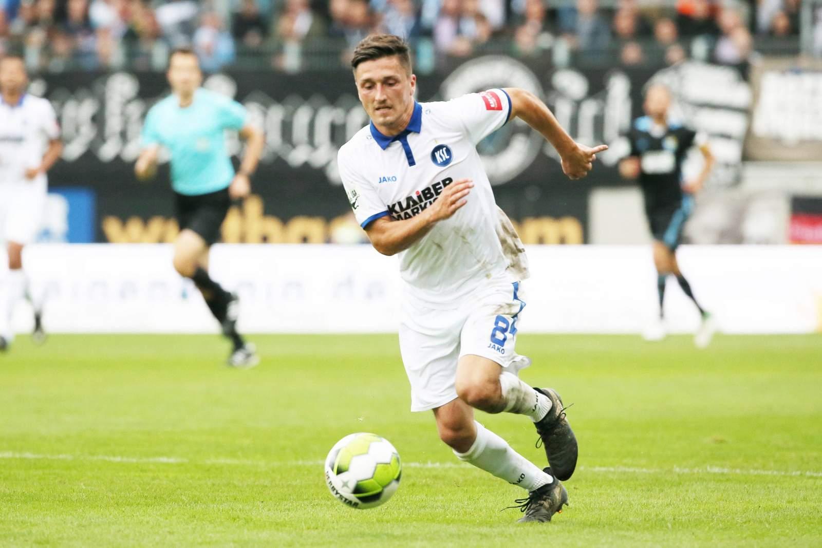 Marcel Mehlem am Ball für den KSC