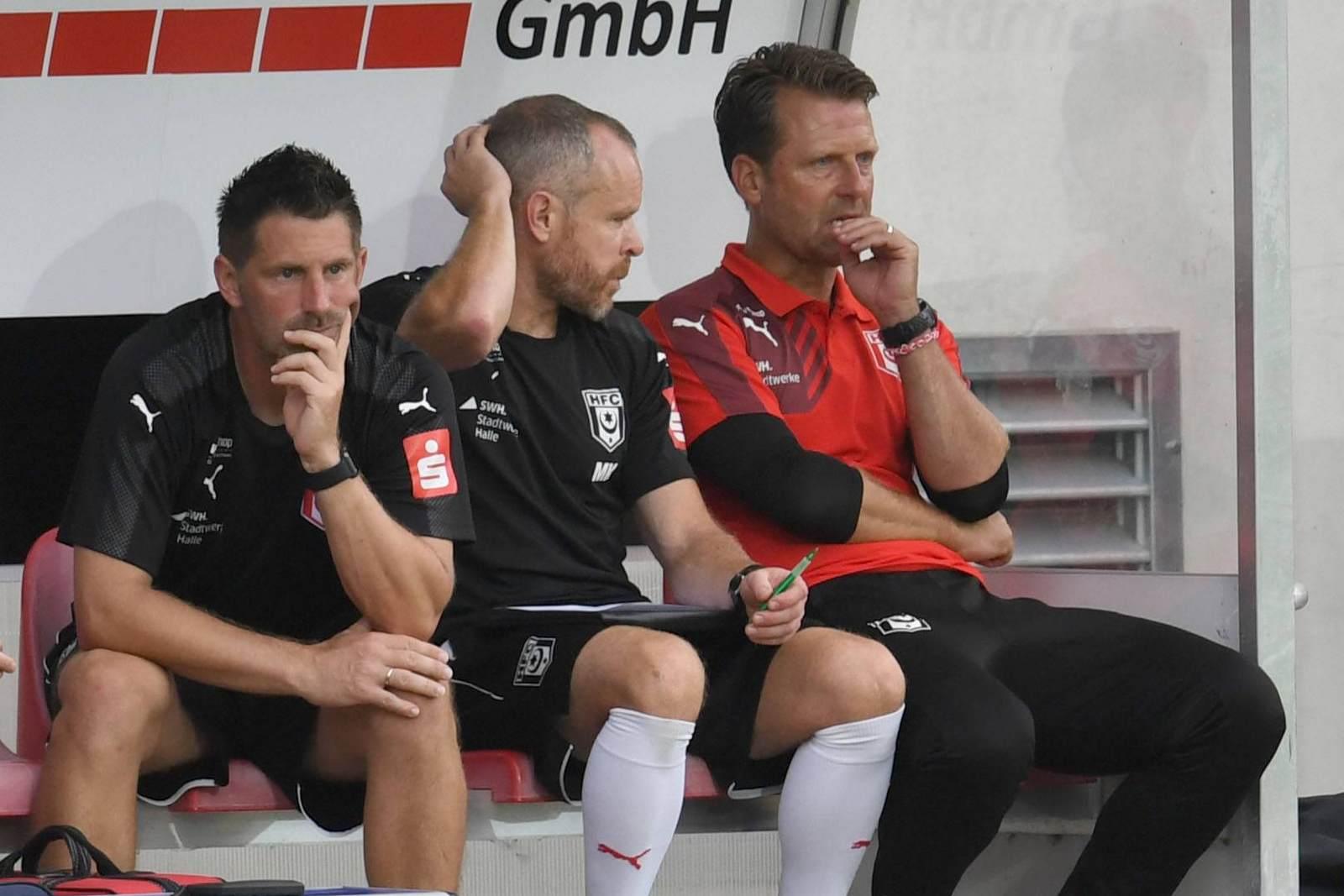 Bernd Jayme, Marco Kämpfe und Rico Schmitt auf der HFC-Bank