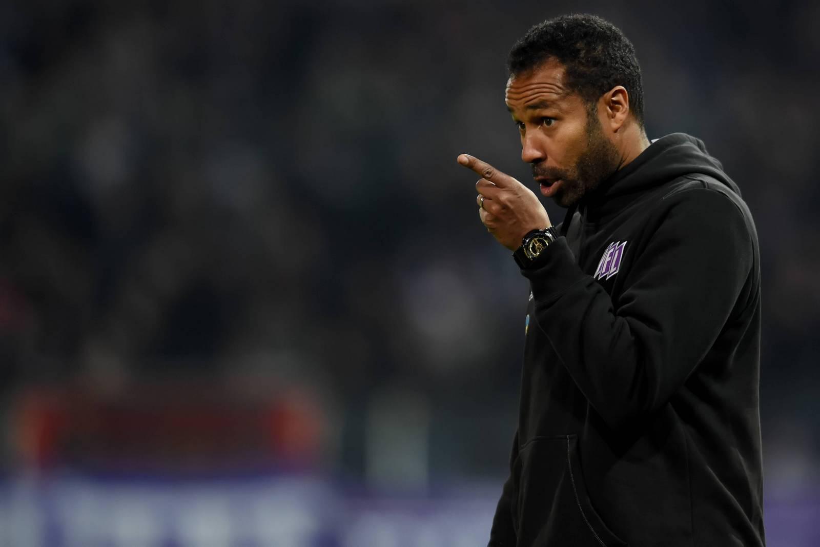 Frustriert vom verspielten Sieg: Osnabrücks Trainer Daniel Thioune