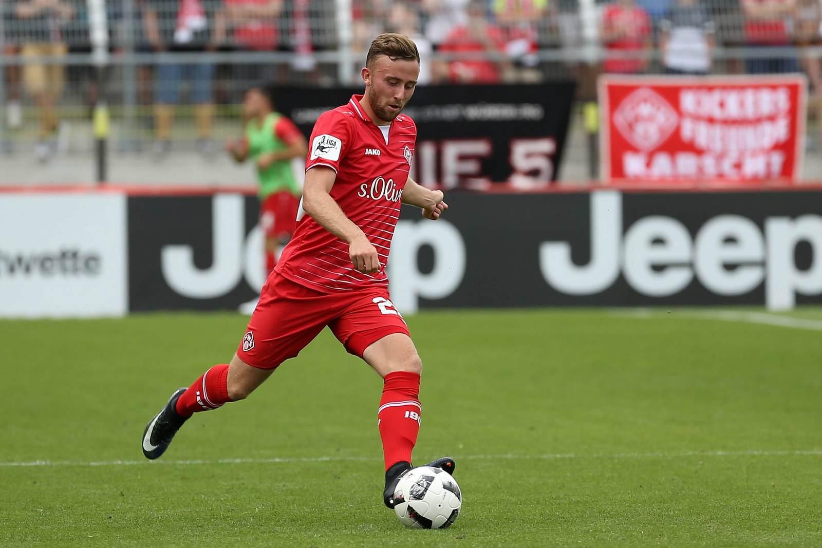 Marvin Kleihs am Ball für die Würzburger Kickers