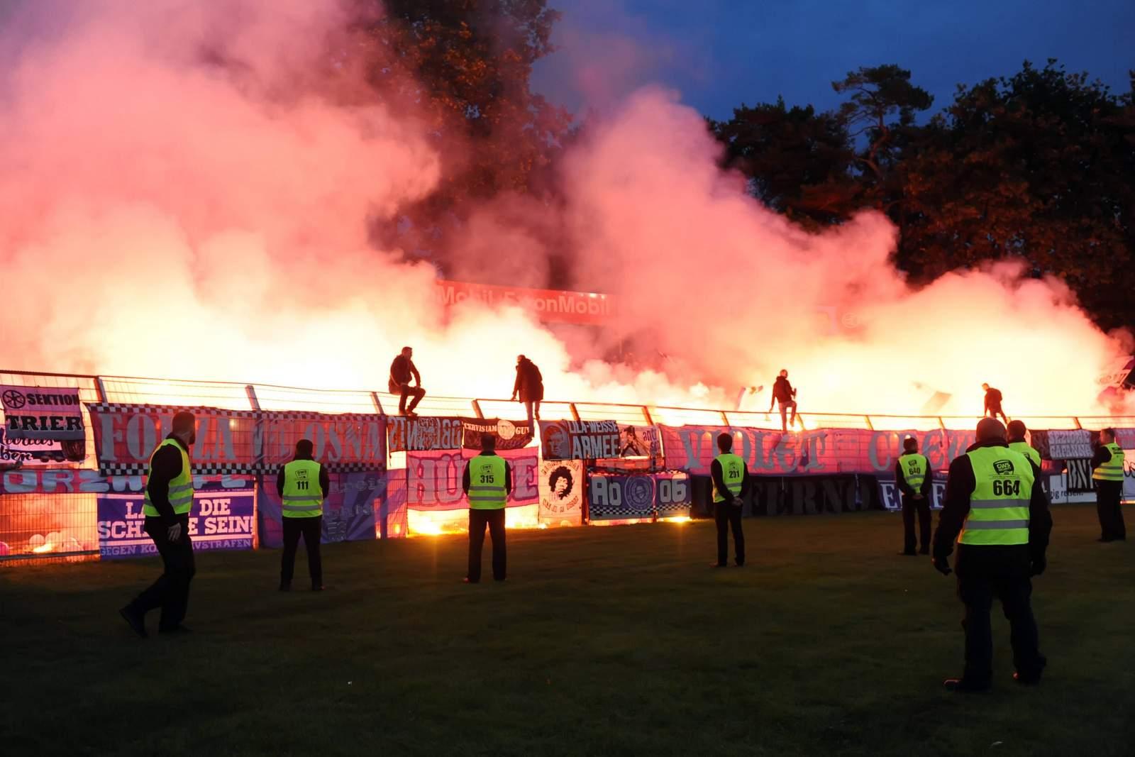 Osnabrücker Anhänger zünden Pyro im Fanblock