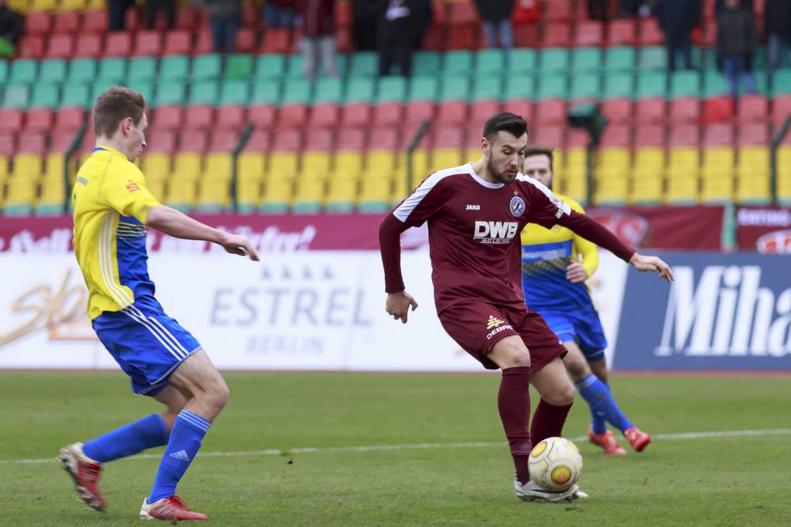 Rufat Dadashov am Ball für den BFC Dynamo