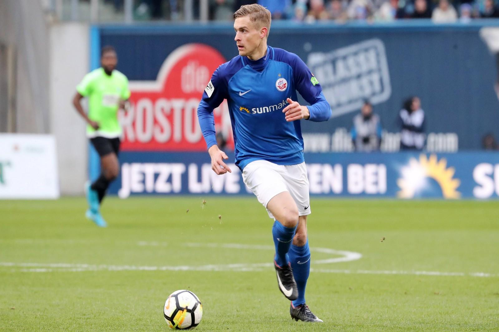 Oliver Hüsing am Ball für Hansa Rostock.