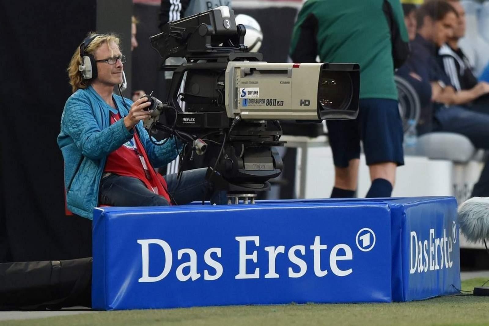 ARD-Kamera bei Übertragung des DFB-Pokal