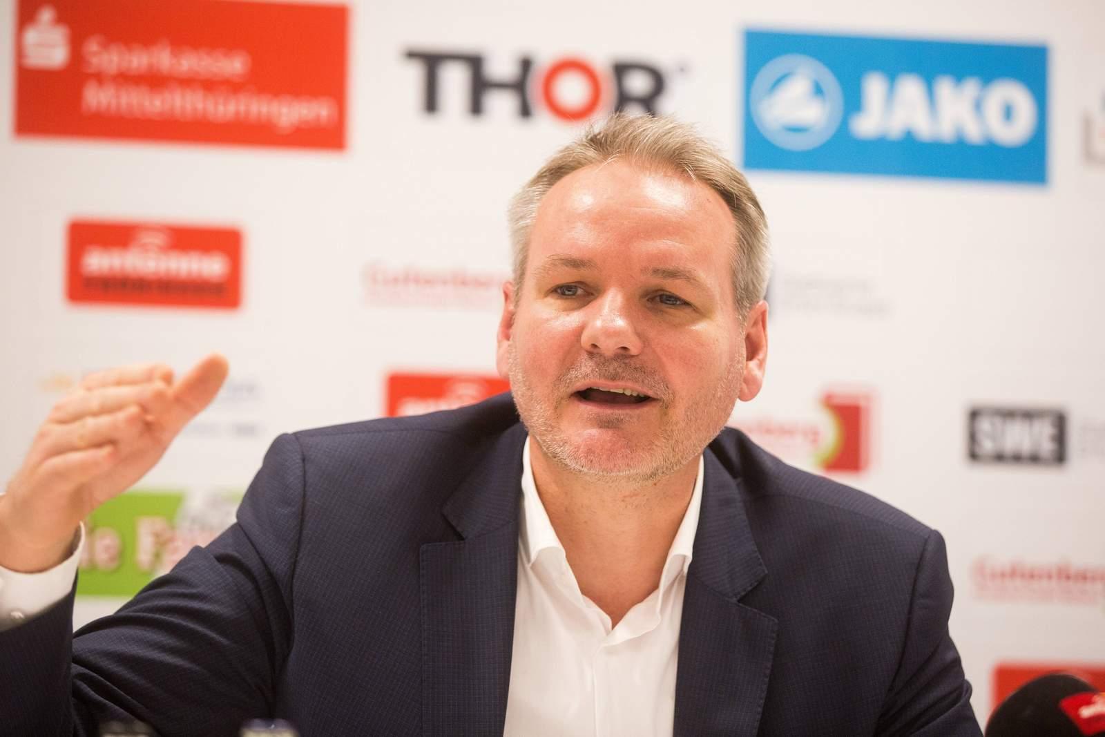 Frank Nowag, Präsident von Rot Weiß Erfurt, auf Pressekonferenz